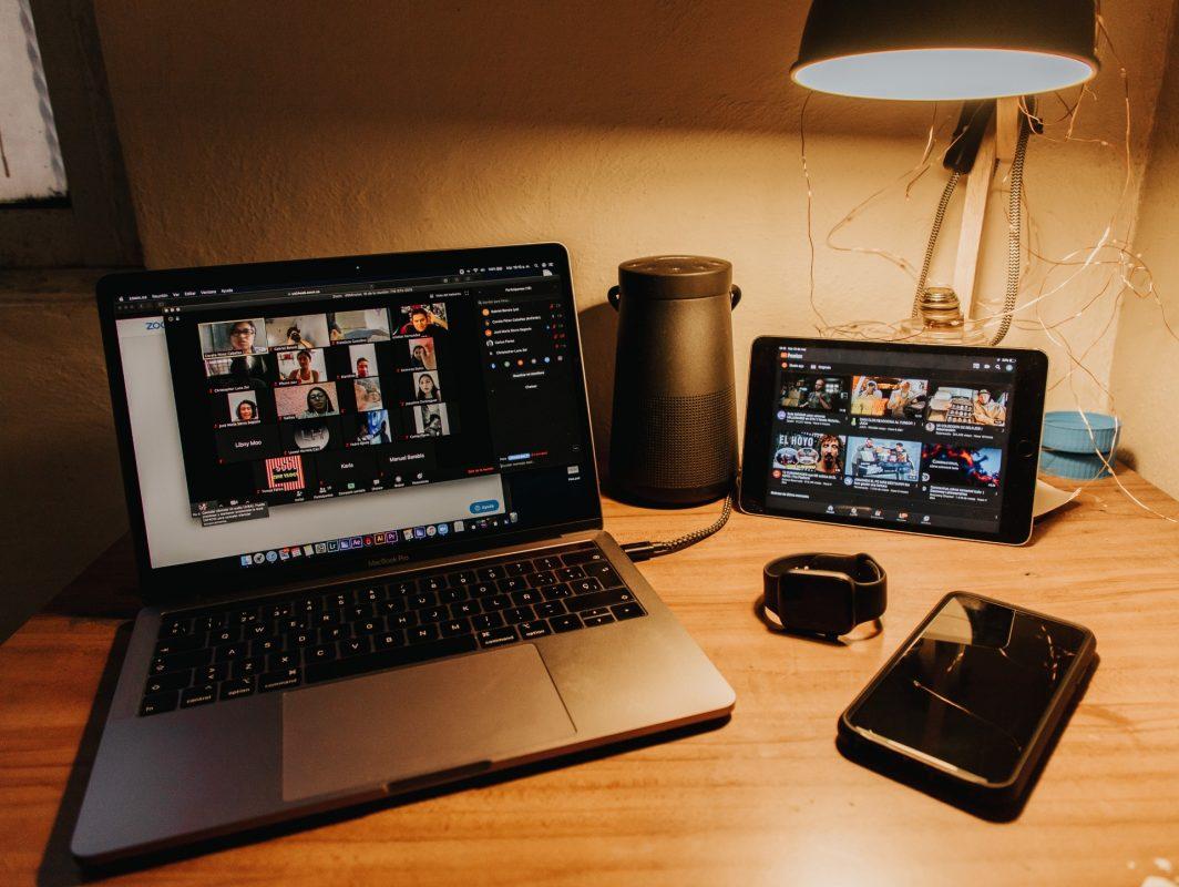 Online-Meeting in Zeiten von Corona trifft auf Live-Musik und Entertainment